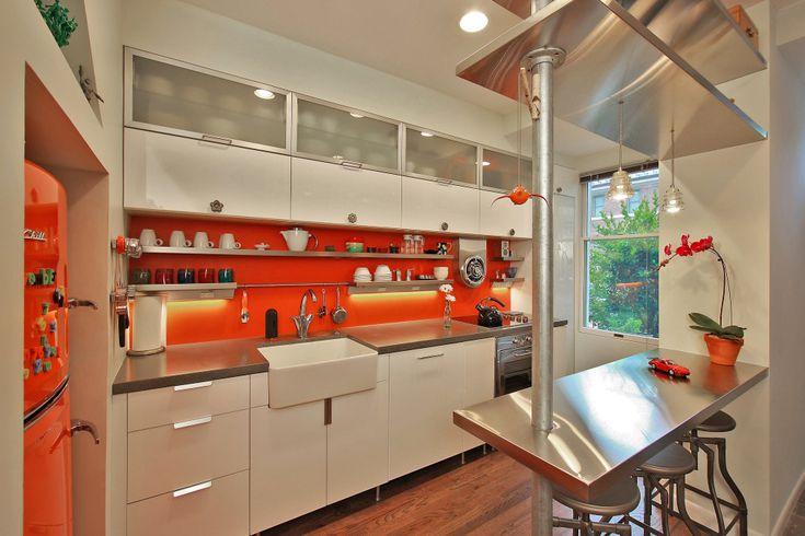 آشپزخانه نارنجی و سفید