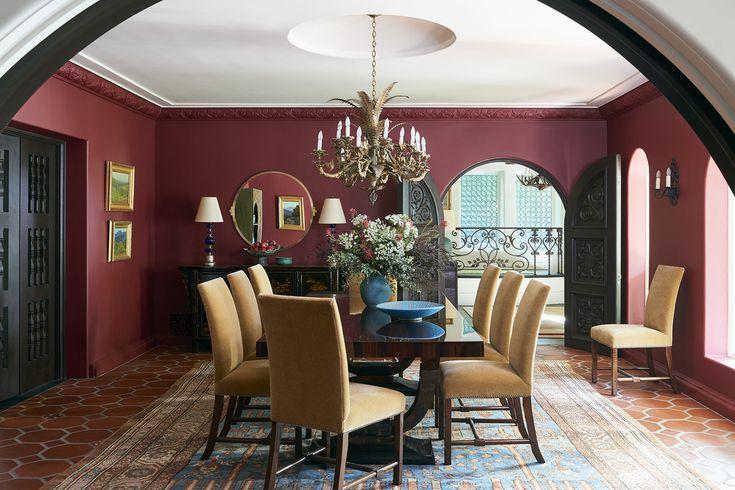 دکوراسیون اتاق نشیمن با رنگ های بنفش و زرد گرم